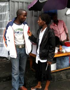 Auf Recherche in Goma: Was sich im Stadtviertel tut.  Foto: judie