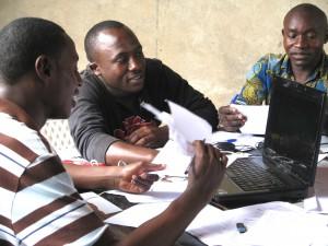 Redaktionskonferenz: arbeiten an der nächsten Sendung.  Foto: judi