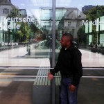 Jacques Vagheni findet das Gebäude der Deutschen Welle in Bonn beeindruckend. Foto: priv
