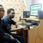 Praktikanten bei Radio Saut in Mwanza. Foto: jr